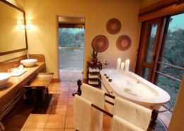 Safari Lodge-Bathroom